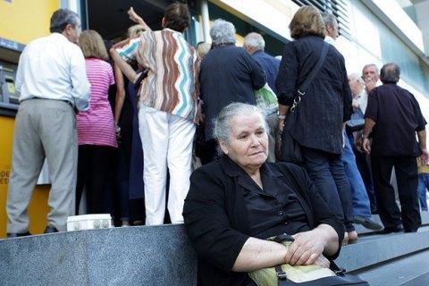 Греція продовжила банківські канікули втретє