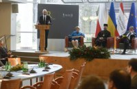 Яценюк: разве есть реальная изоляция Путина?