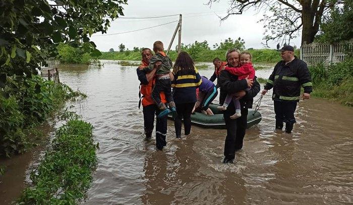 Рятувальні роботи в селі Кропивник Калуського району
