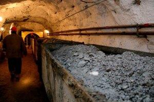 Донецкие шахтеры пьют спиртное и курят в забое