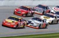 У першій же гонці сезону NASCAR відбулася грандіозна аварія за участю 16 автомобілів