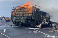 На Хмельниччині військовий КамАЗ розчавив легківку і загорівся, двоє людей загинули