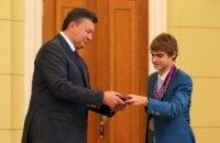 "Янукович наградил ""бютовца"" орденом, а параолимпийцам вручил премии"