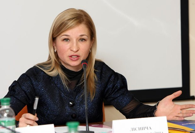 Скандал с Лесничей и Прокаевой в Лавре должен был бы поставить крест на карьерах всех участников. Но только не в Украине