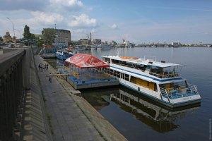 Київська прокуратура хоче очистити Дніпро від затонулих кораблів