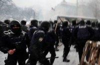 Полицейского, который применил газ против журналиста у Рады, отстранили от работы на массовых акциях