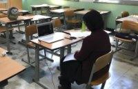 У Києві директорка школи приховувала своє зараження коронавірусом і контактувала з великою кількістю людей