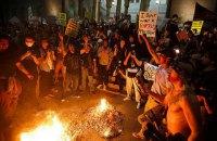 Тысячи американцев вышли на акции протеста против Трампа