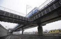 """""""Укрзалізниця"""" фінансує будівництво мостів і доріг, на які повинні виділяти бюджетні кошти"""