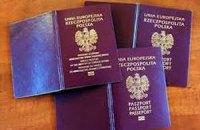 Судді та силовики в Криму не здали українських паспортів