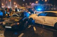 На площі Перемоги в Києві зіткнулися п'ять автомобілів, є жертви