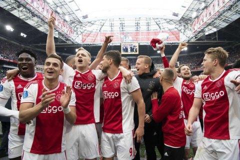 В чемпионате Голландии по футболу не будет чемпиона: Эредивизи досрочно завершила сезон