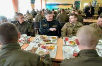 Порошенко пообідав з американськими військовими