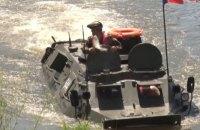 У Молдові під час військових навчань риба застрибнула у БТР глави Міноборони