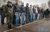 Порошенко продовжив на місяць терміни призову в армію