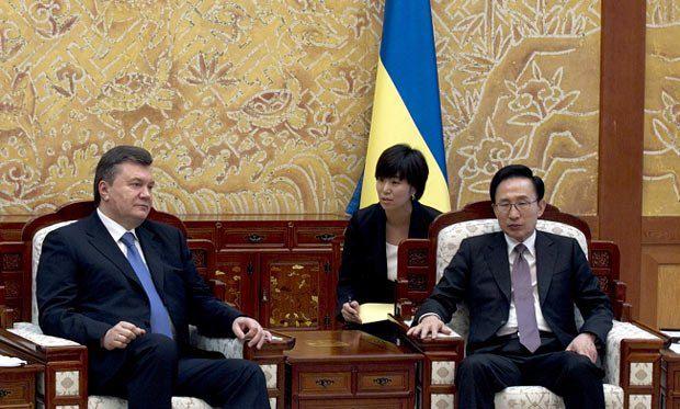 Президент Республики Корея Ли Мйон Бак и Виктор Янукович