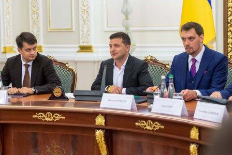Отношение украинцев к Зеленскому, Разумкову и Гончаруку ухудшилось - опрос КМИС
