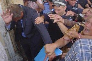 Сторонники БЮТ напали на Шлапака у здания суда
