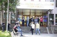 Невідомі заблокували роботу ВККС і оточили будівлю (оновлено)