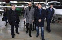 Омелян и Яценюк осмотрели аэродром в Кропивницком
