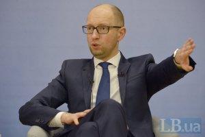 Яценюк назвал прогноз курса 21,7 грн/долл. слишком оптимистичным