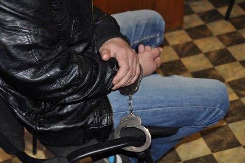 Неповнолітній підозрюваний у вбивстві батька в Хусті здався поліції