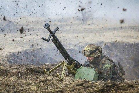 Боевики на Донбассе с начала дня семь раз обстреляли позиции украинских военных
