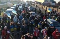Автопробег к Межигорью доехал до въезда в село Новые Петривцы
