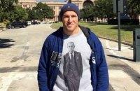 Боец ММА из Харькова пришел на бой в США в футболке с Путиным