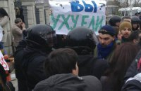 """""""Беркут"""" начал """"паковать"""" митингующих активистов в Межигорье"""