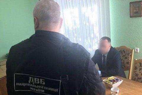 """На Буковине задержали чиновника за """"предложение"""" полицейскому 8 тыс. евро взятки ежемесячно"""