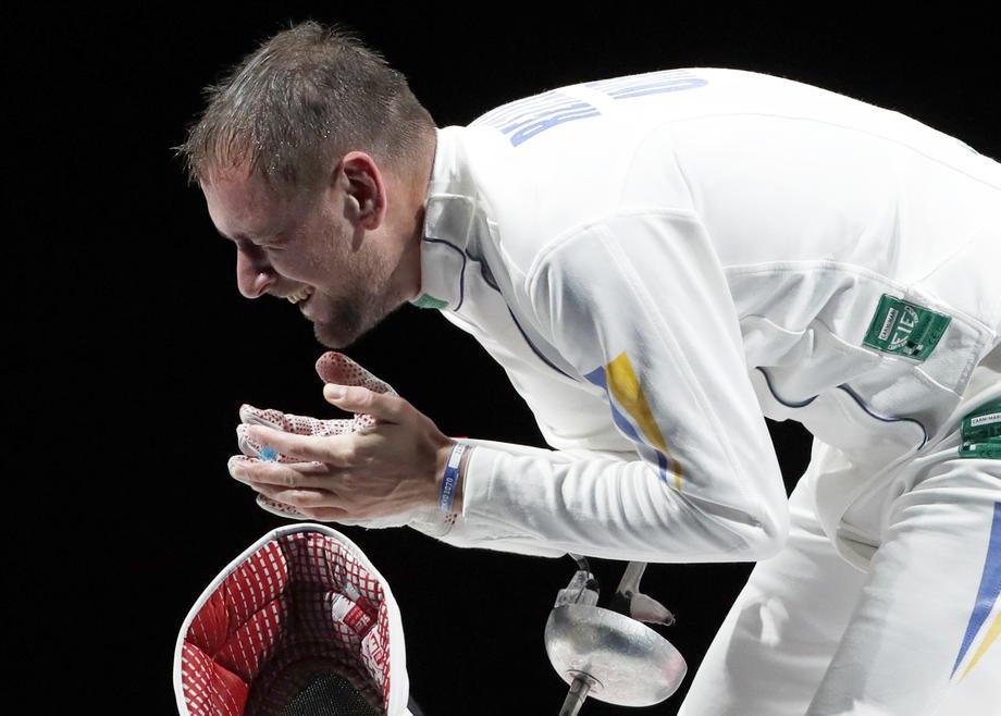 УкраїнецьІгор Рейзлін радіє 'бронзi' у фіналі змагань з фехтування, Чіба, Японія, 25 липня 2021 р.