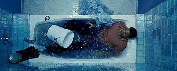Кто не плакал, наблюдая, как герой Уилла Смита убивает себя, чтобы отдать сердце любимой женщине? Один из лучших фильмов на тему - 7 жизней