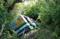 У Хмельницькому автобус впав у річку: одна людина загинула