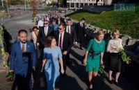 """Нардепи """"Слуги народу"""" урочисто пройшли з Михайлівської площі до Верховної Ради"""