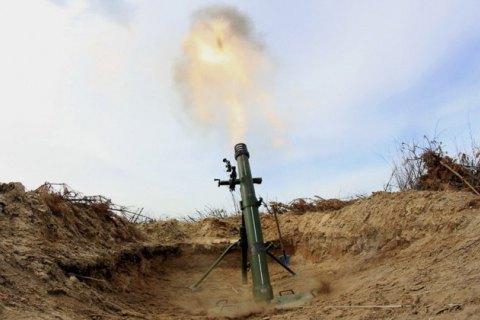 На Донбассе в результате минометного обстрела погиб украинский военный, еще один ранен