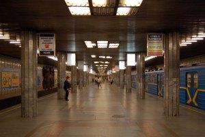 Еще на трех станциях киевского метро жетоны будут продавать только в автоматах
