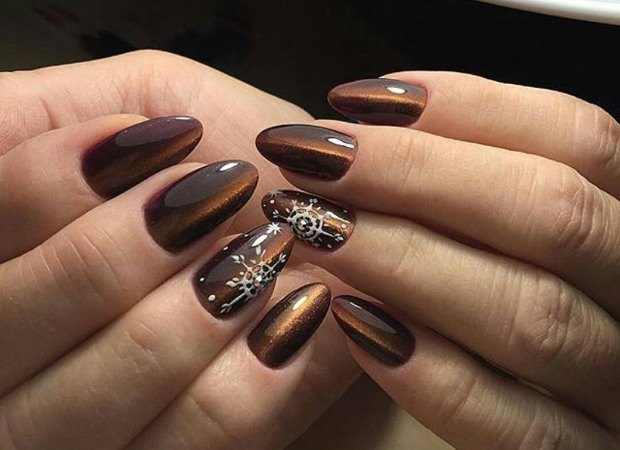 f9b76ed5bc28 Это ключевая новость последних недель в мире моды – опять стали популярными  остроконечные длинные ногти. Хотя это вполне естественно, т.к. короткие  ногти ...
