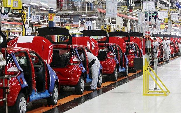 Сборочная линия на заводе Fiat в Бетиме, Бразилия, 15 сентября 2016.