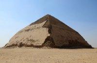 """Єгипет уперше за півстоліття відкрив для туристів """"ламану"""" піраміду фараона Снофру"""