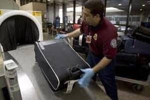 """Працівників """"Борисполя"""" впіймали на крадіжці багажу"""