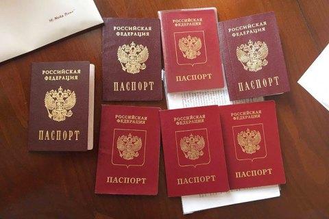 За российскими паспортами обратились 12 тысяч жителей Донбасса