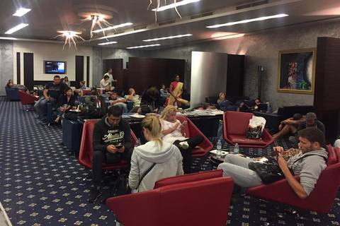 Десятки українських туристів застрягли в транзитній зоні аеропорту в ОАЕ