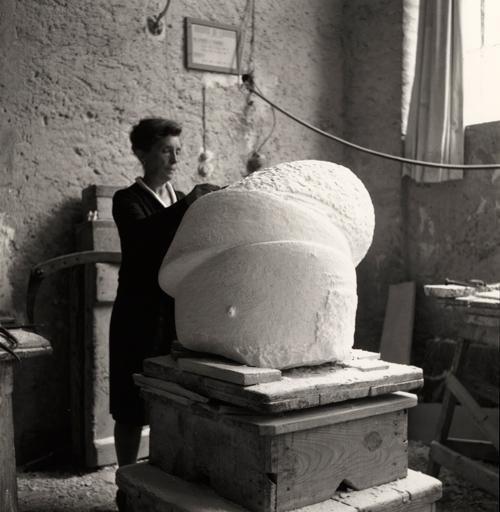 Луїз працює над Сном ІІ у своїй студії в Італії, 1967