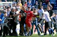 Матч французької Ліги 1 перервали через напад фанатів на гравців