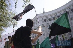 """Антифашисты в черных футболках закидали листовками """"регионалов"""""""