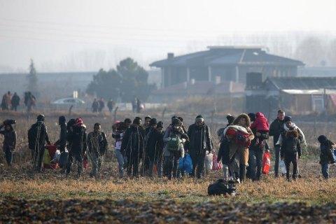 Полиция Греции применила водометы и слезоточивый газ против мигрантов из Турции