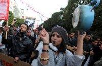 Влада Тунісу розгорнула армію для придушення заворушень