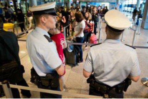 В 3-х аэропортах Германии сотни рейсов отменены из-за забастовки