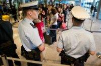 В трех крупных аэропортах Германии началась забастовка персонала